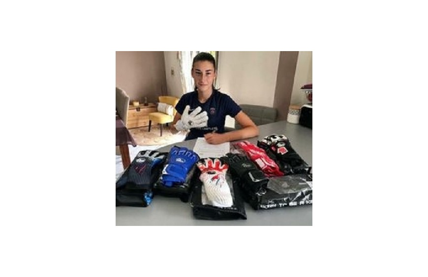 Alyssa Fernandez : la jeune gardienne de but du PSG (U19NAT) ne quitte plus ses RG Gloves!